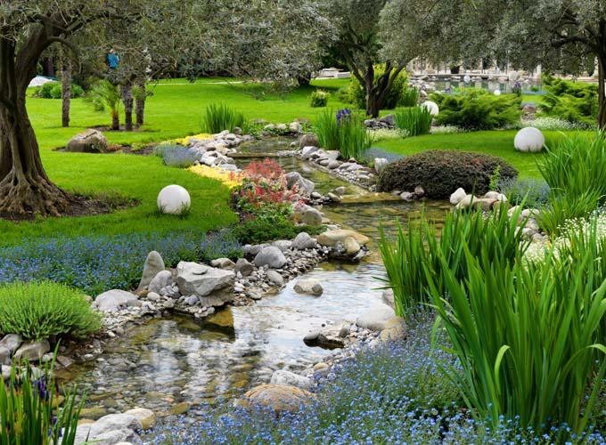 Река в саду