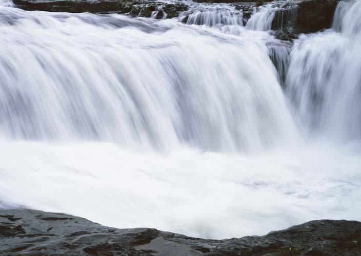 Большой водопад с чашей