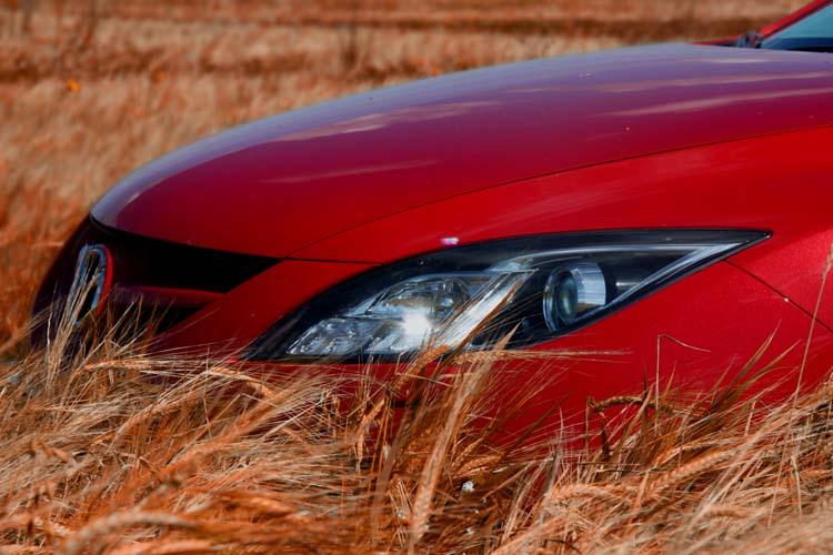 Красная машина в поле