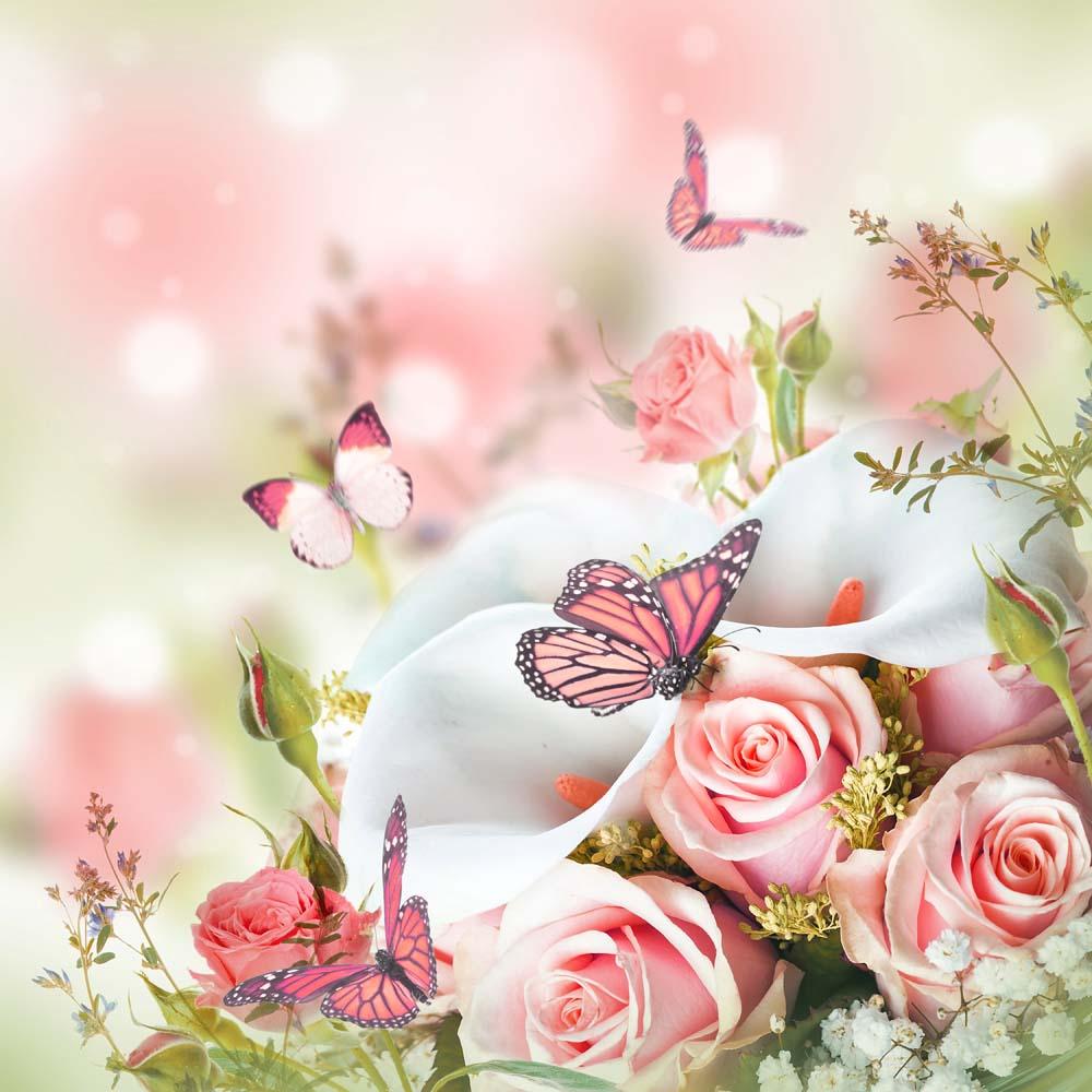 Нежные розы и бабочки
