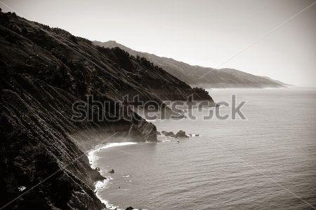 Горы у моря